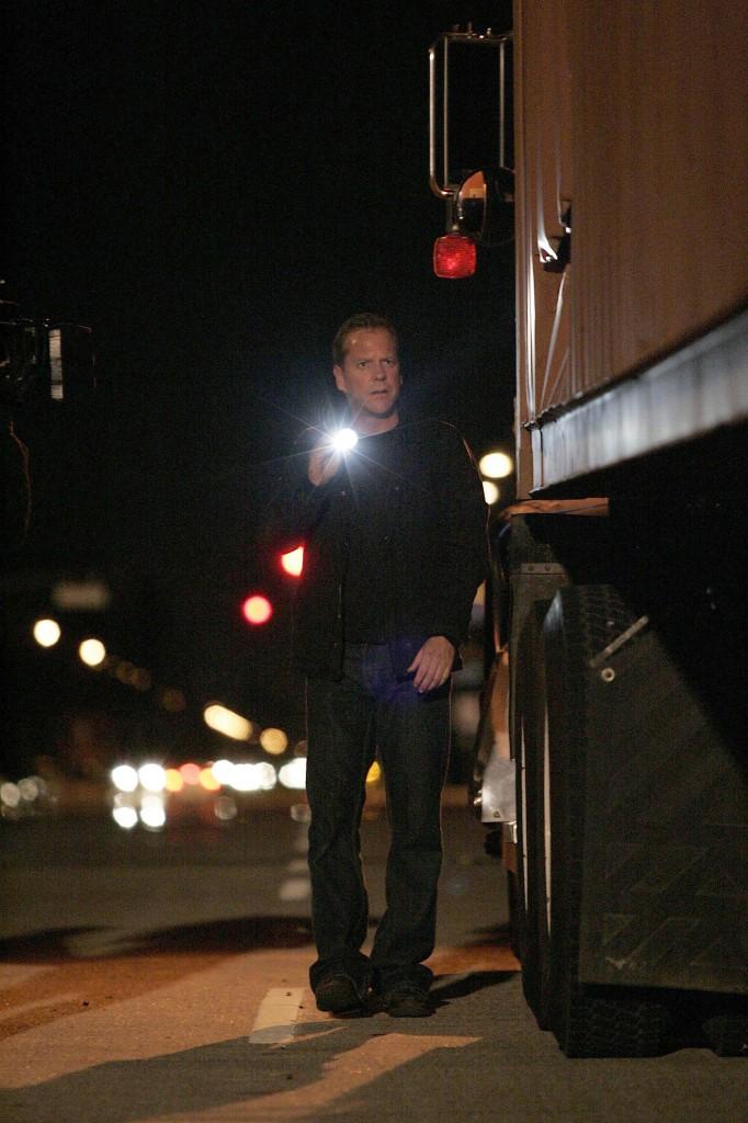 Jack Bauer flashlight 24 Season 7 Episode 15