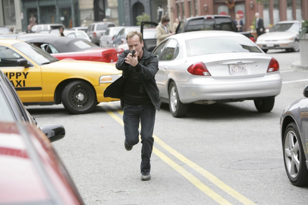 Jack Bauer running in 24 Season 7 Episode 10