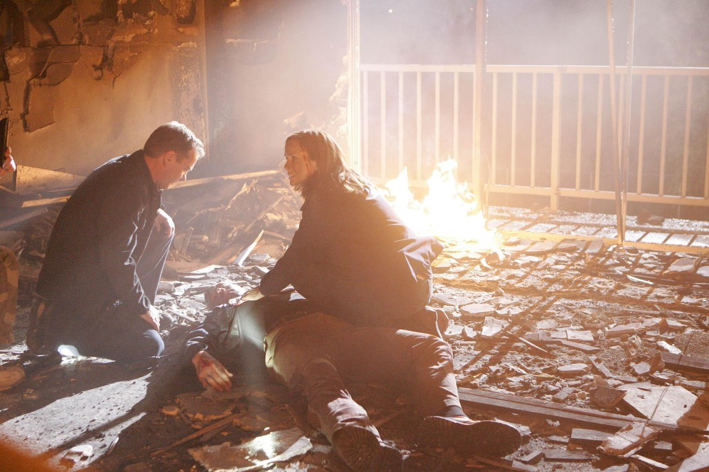 Jack Bauer and Renee building explosion 24 Season 7 episode 19