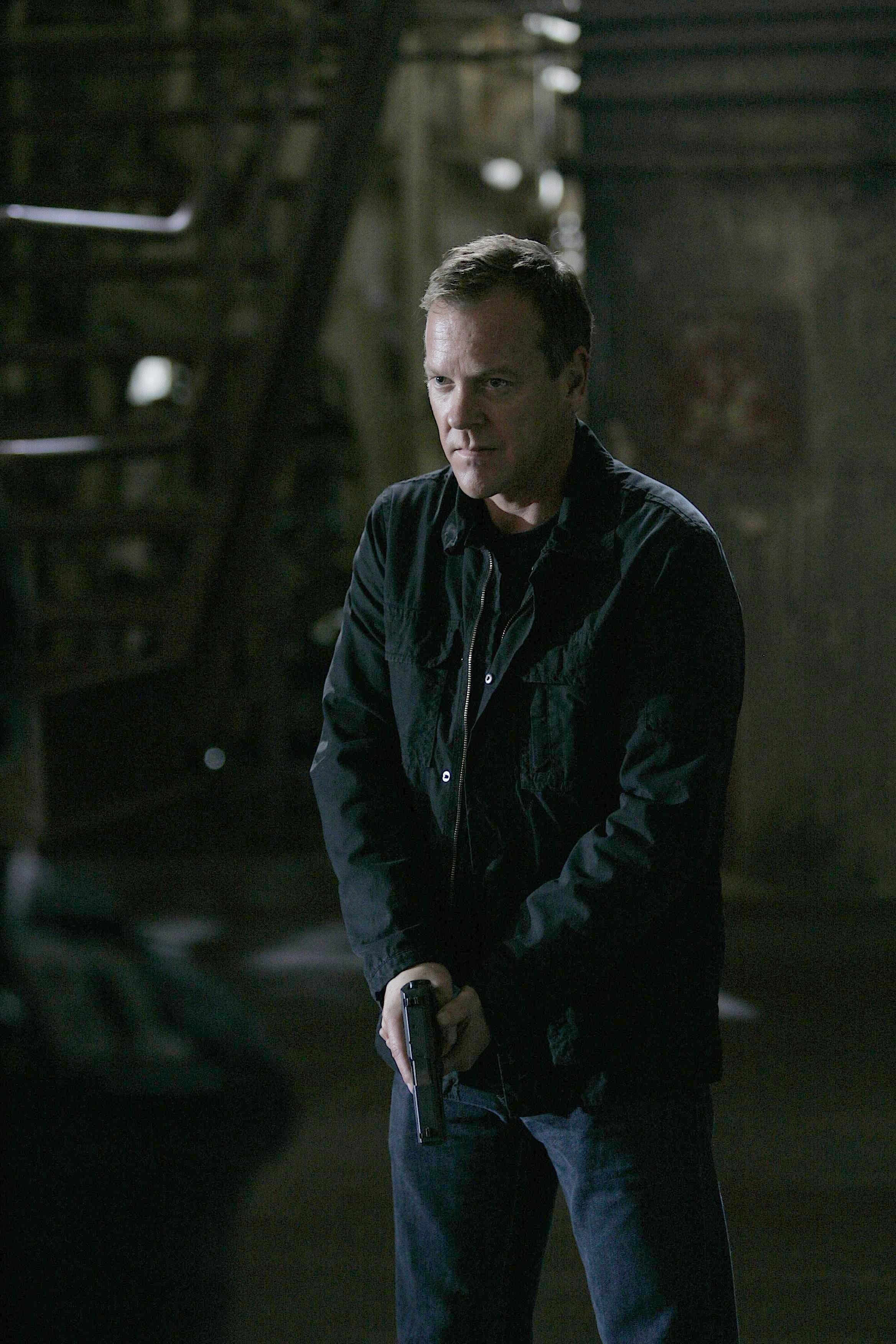 jack bauer with gun 24 season 7 episode 24