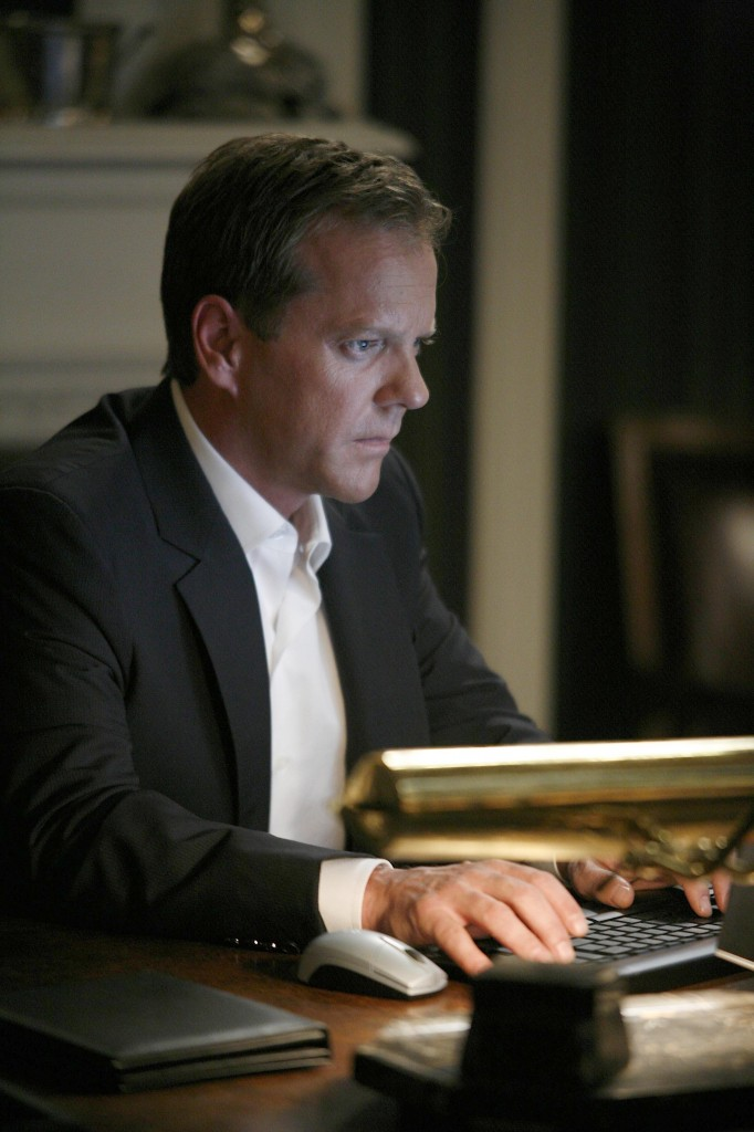 Jack Bauer uses computer 24 Season 7 Episode 14
