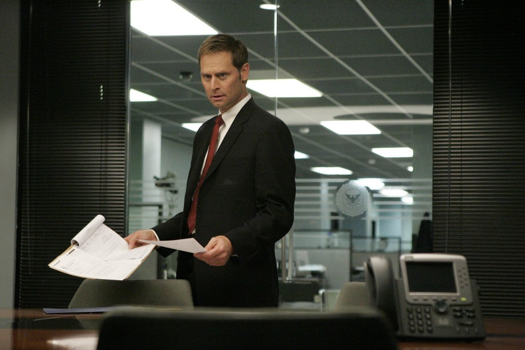 Jeffrey Nordling as Larry Moss in 24 Season 7 Episode 10