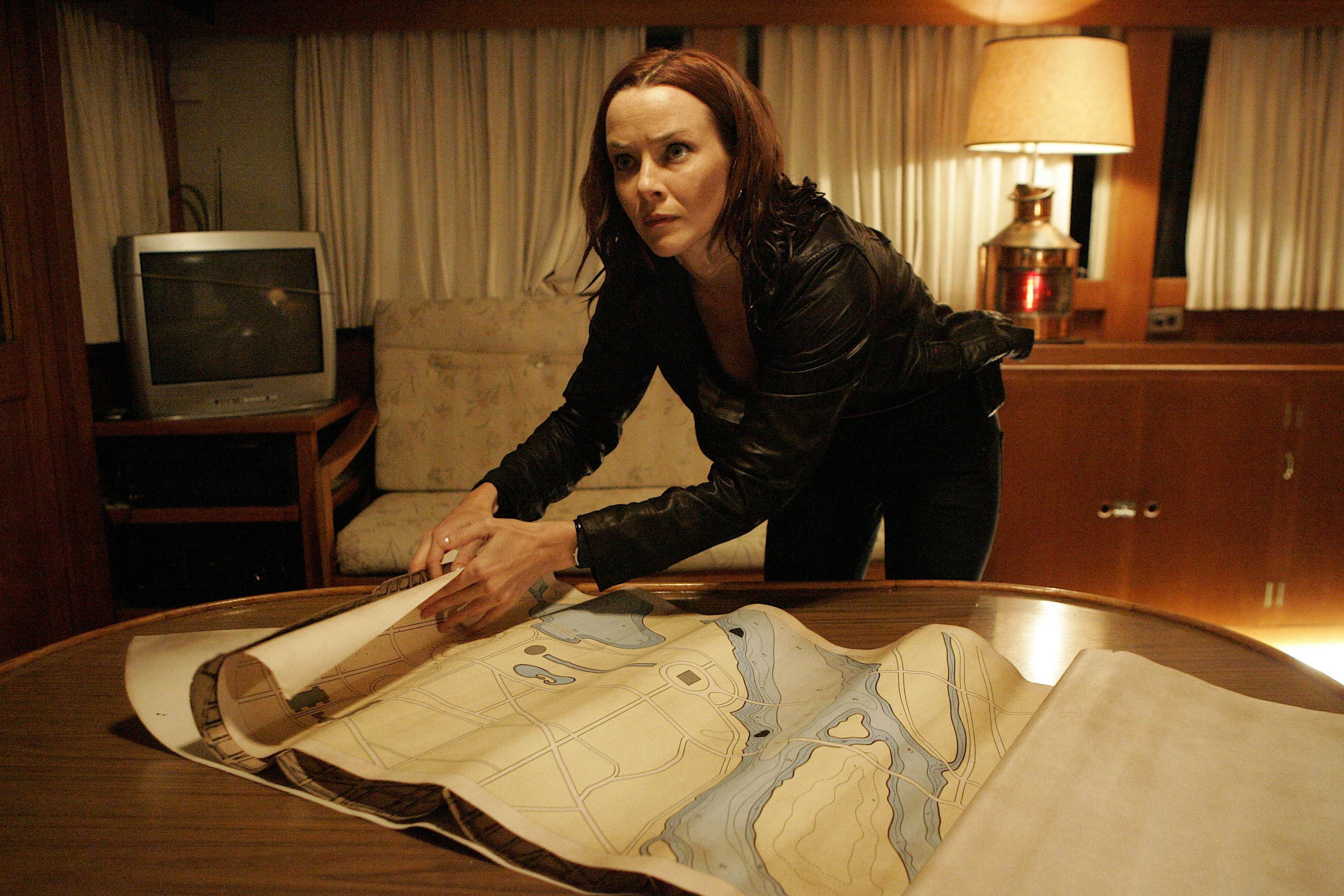Renee Walker learns of White House attack 24 Season 7 ...