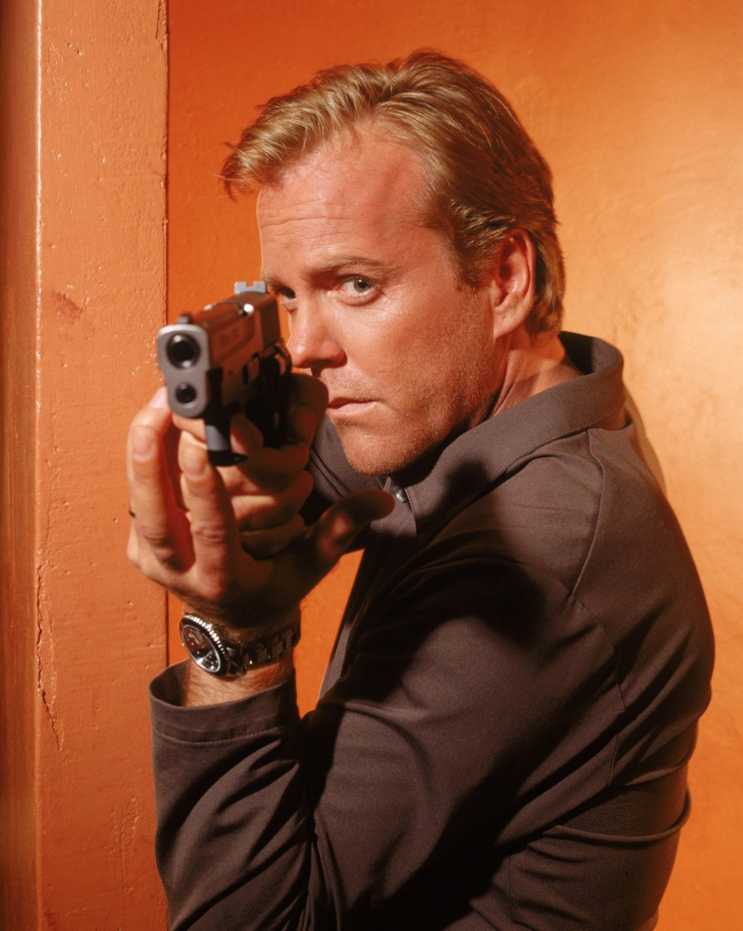 Kiefer Sutherland 24 Season 1 Promo Pic pointing gun