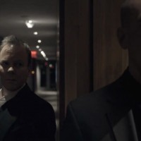 Kiefer Sutherland in The Confession sneaking up on victim