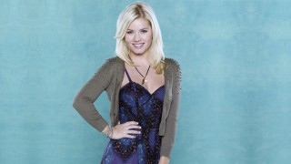 Elisha Cuthbert in a Happy Endings promotional photo