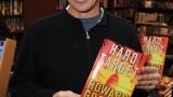 "Howard Gordon Signs Copies Of ""Hard Target"" 2"
