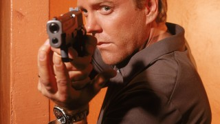 Kiefer Sutherland as Jack Bauer pointing gun