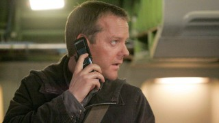 Jack Bauer on phone in 24 Season 5 Episode 20