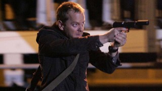 Jack Bauer armed and ready, 24 Season 5 Episode 15