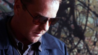 Jack Bauer in shades 24 Season 5 Episode 2
