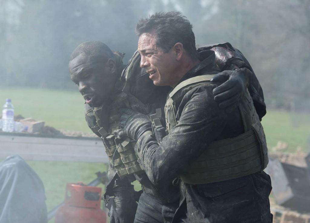 Steve Navarro (Benjamin Bratt) helps Erik Ritter (Gbenga Akinnagbe) in 24: Live Another Day Episode 5