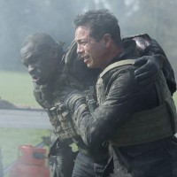 Steve Navarro (Benjamin Bratt) helps Erik Ritter (Gbenga Akinnagbe) in 24: Live Another Day Episode 5
