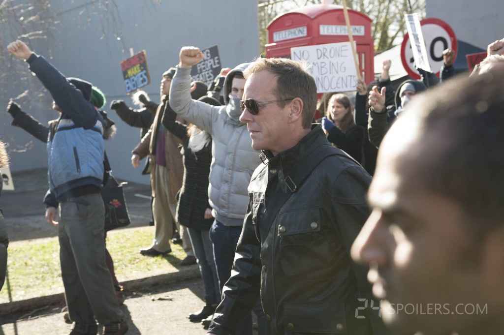 Jack Bauer with protestors in 24: Live Another Day Episode 3