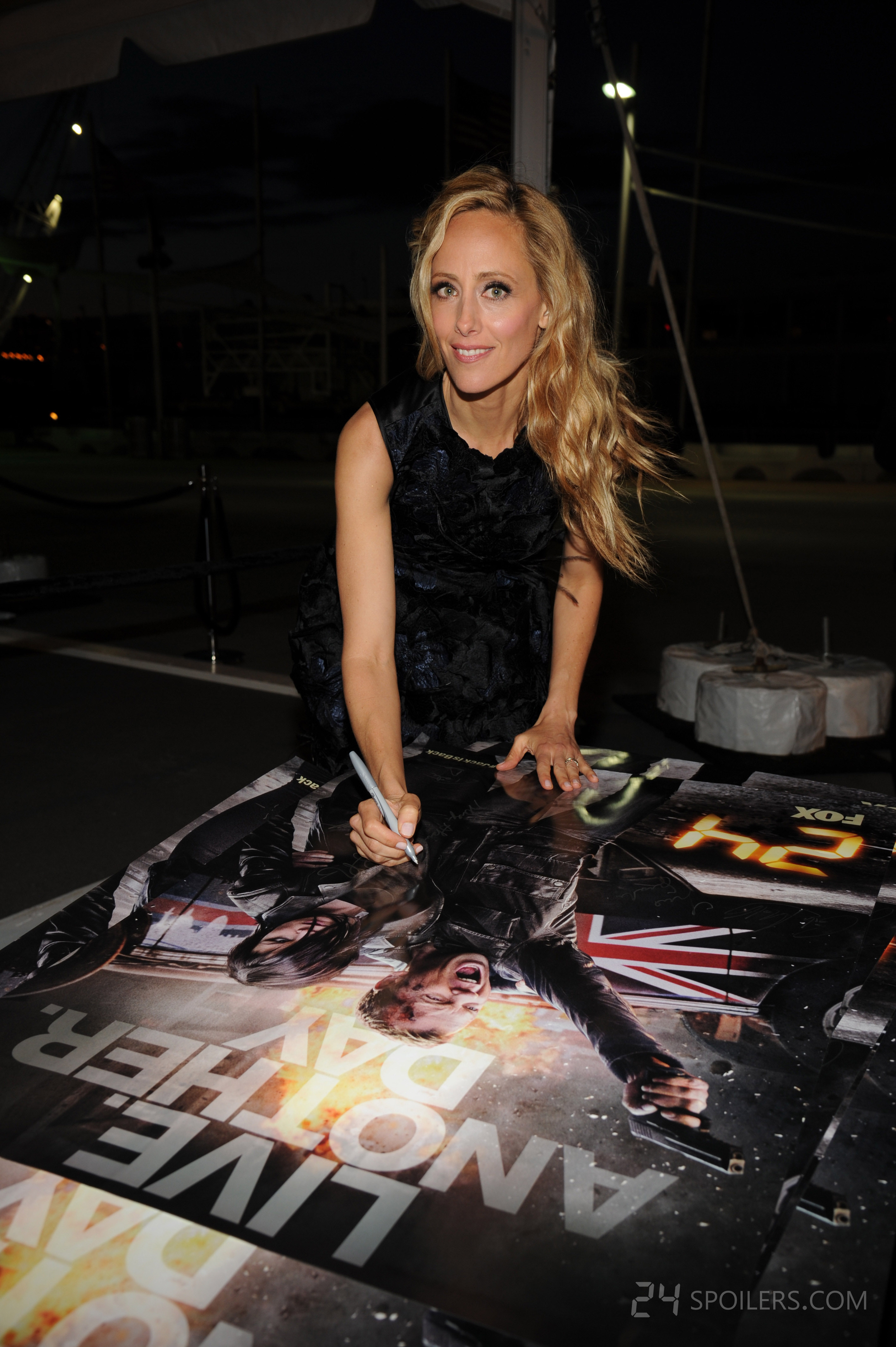 Kim Raver signs posters at 24: Live Another Day premiere ...