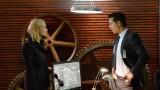 Steve Navarro (Benjamin Bratt) gives Kate Morgan (Yvonne Strahovski) information in 24: Live Another Day Episode 5