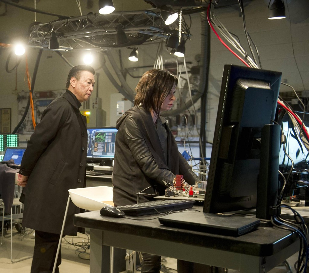 Chloe (Mary Lynn Rajskub) is forced to help Cheng Zhi (Tzi Ma) In 24: Live Another Day Episode 10