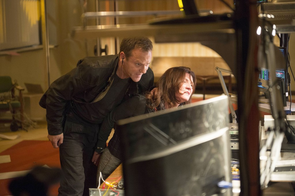 Jack Bauer (Kiefer Sutherland) captures Margot Al-Harazi (Michelle Fairley) in 24: Live Another Day Episode 9