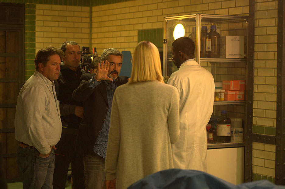 Jon Cassar directs Yvonne Strahovski in 24: Live Another Day Episode 8 (Behind the Scenes)