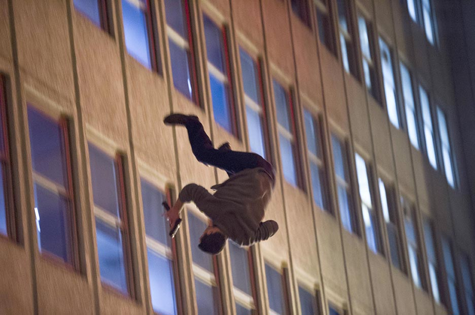 Stuntman thrown out of window, behind the scenes of 24: Live Another Day Episode 9
