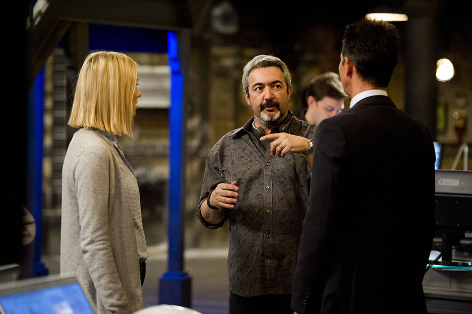 Jon Cassar directs Yvonne Strahovski and Benjamin Bratt in 24: Live Another Day Episode 8