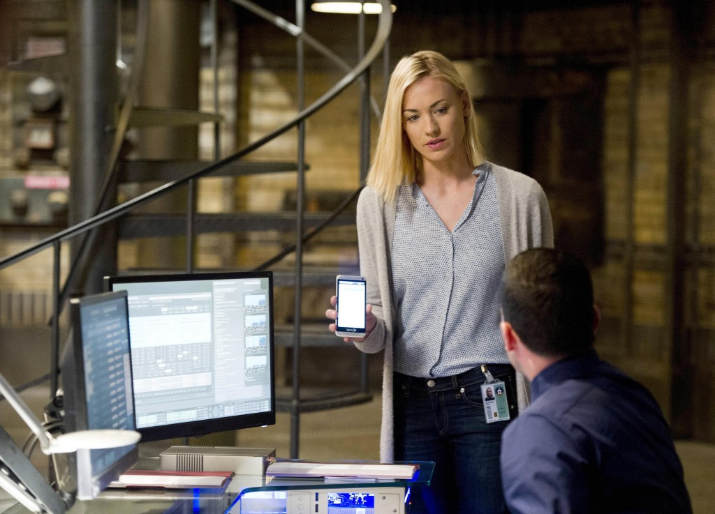Kate Morgan (Yvonne Strahovski) has information sent to Chloe in 24: Live Another Day Episode 8