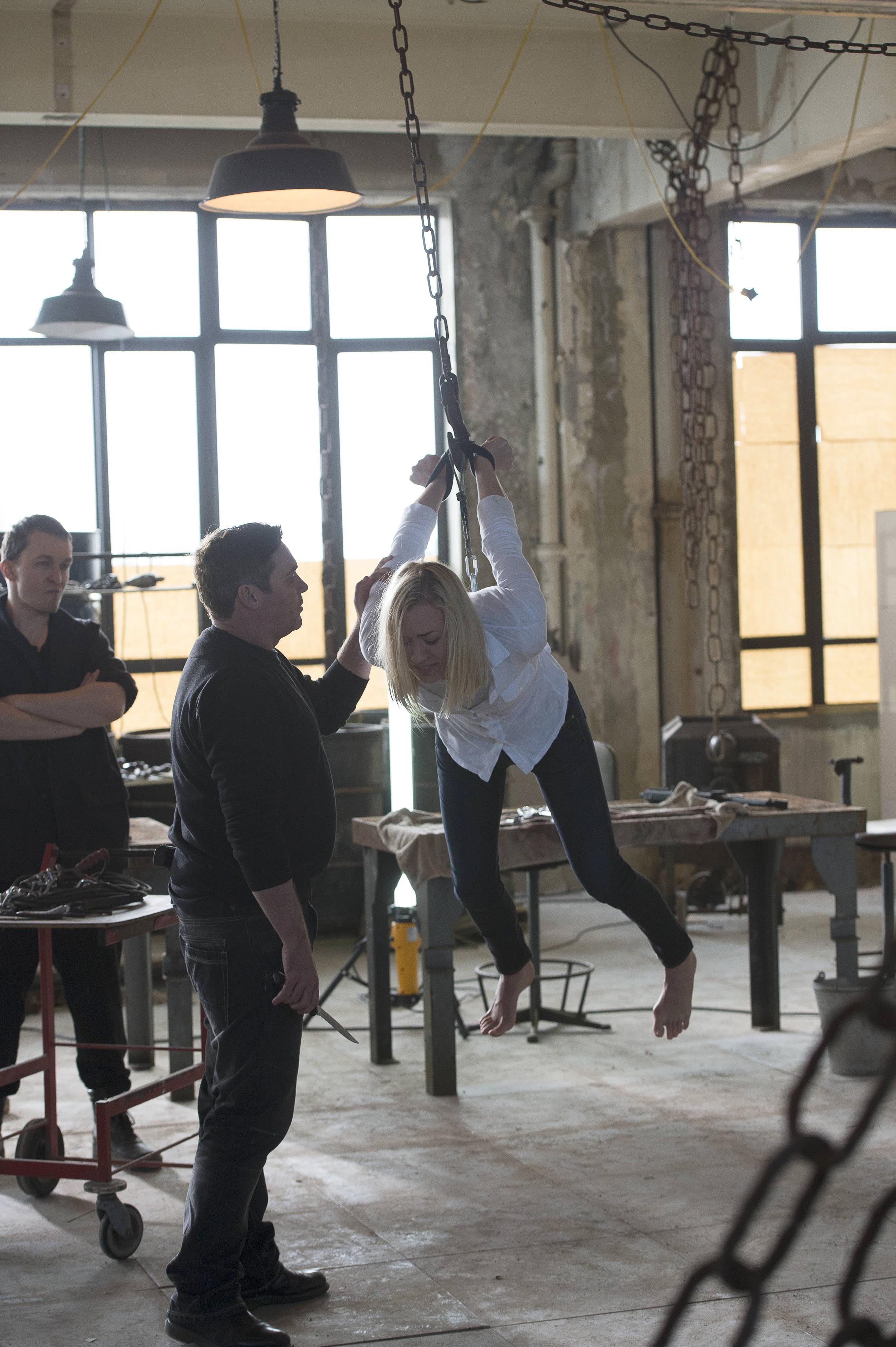 Kate Morgan Yvonne Strahovski Chained And Dangling In 24