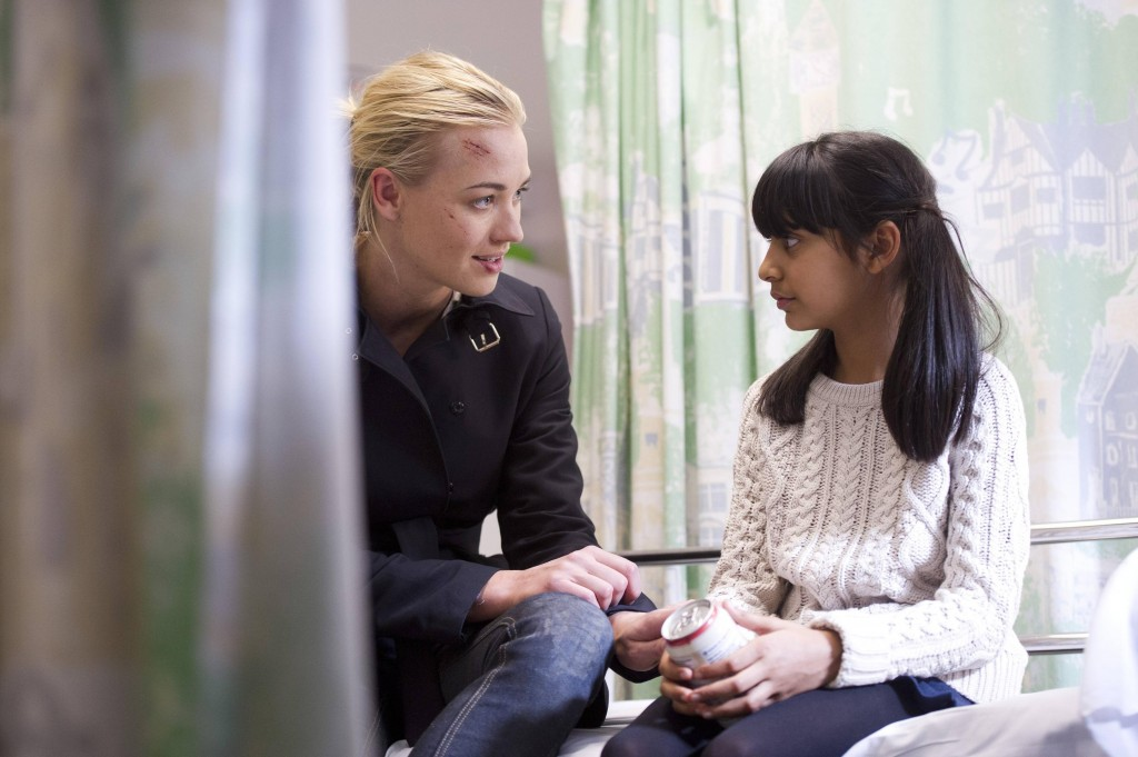 Kate Morgan (Yvonne Strahovski) speaks with Yasmin (Nikita Mehta) in 24: Live Another Day Episode 7