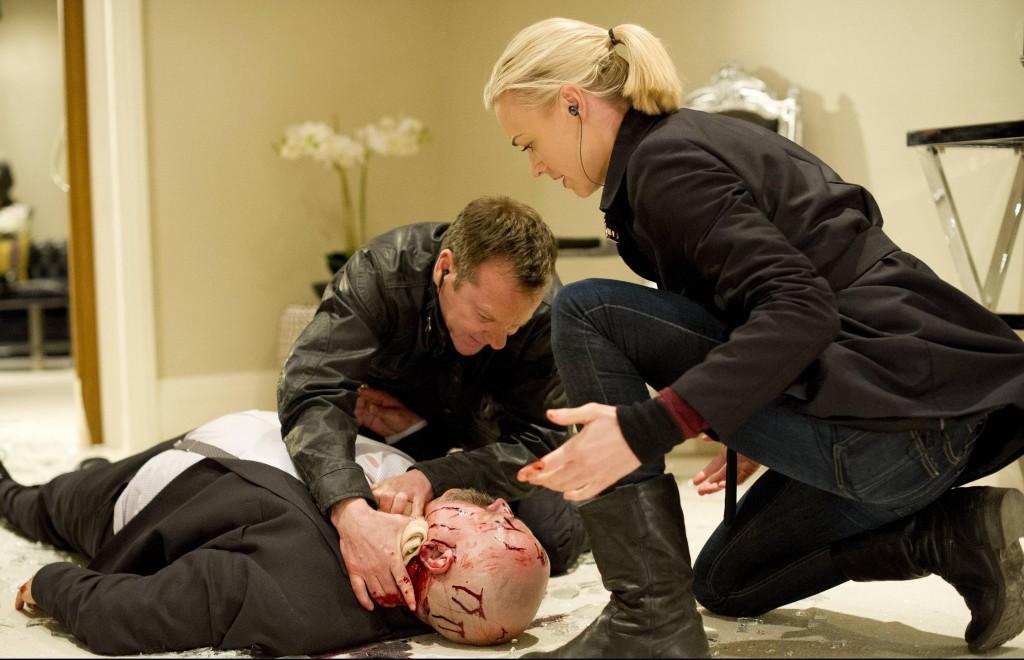 Jack (Kiefer Sutherland) and Kate (Yvonne Strahovski) try to keep Stolnavich (Stanley Townsend) alive