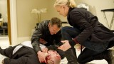 Jack (Kiefer Sutherland) and Kate (Yvonne Strahovski) try to keep Stolnavich (Stanley Townsend) alive