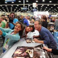 Kiefer Sutherland poses with fans at Comic-Con 2014