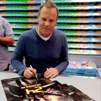 Kiefer Sutherland signing autographs at San Diego Comic-Con 2014