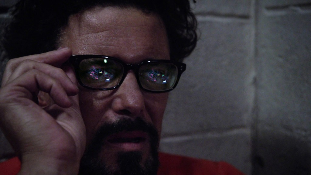 Tony Almeida turns on glasses in 24: Solitary