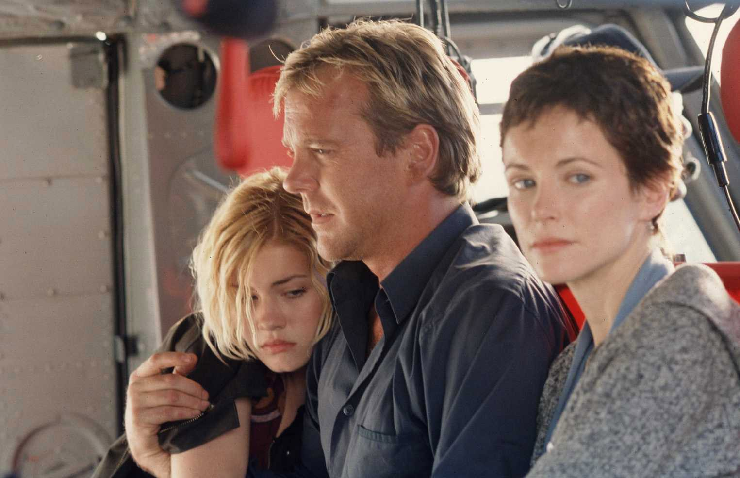 Jack, Teri, Kim Bauer on helicopter in 24 Season 1
