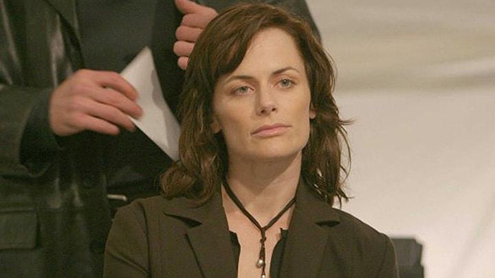 Nina Myers bids on the virus in 24 Season 3